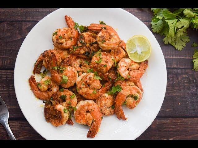 15-Minute Garlic Prawns | Prawn Recipes | Slurrp