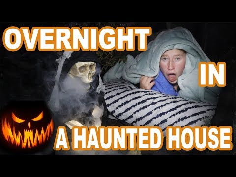 Exchange Student Reacts to Haunted House in America!! 24 hours overnight challenge