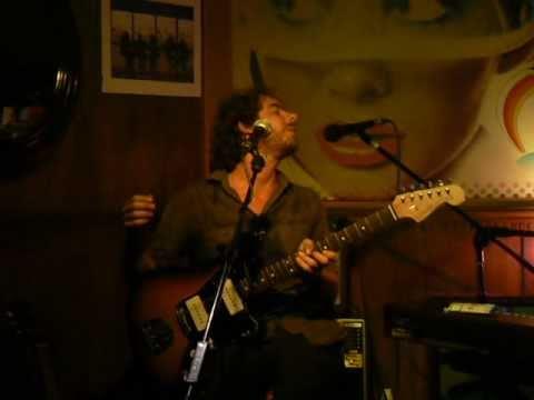 Julio De la Rosa - Caprichosa [El Hombre Burbuja Cover] (Café&Pop Torgal 2010)