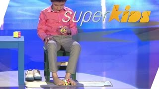 Solving a rubix cube BLINDFOLDED with FEET | Jianyu Que | Superkids