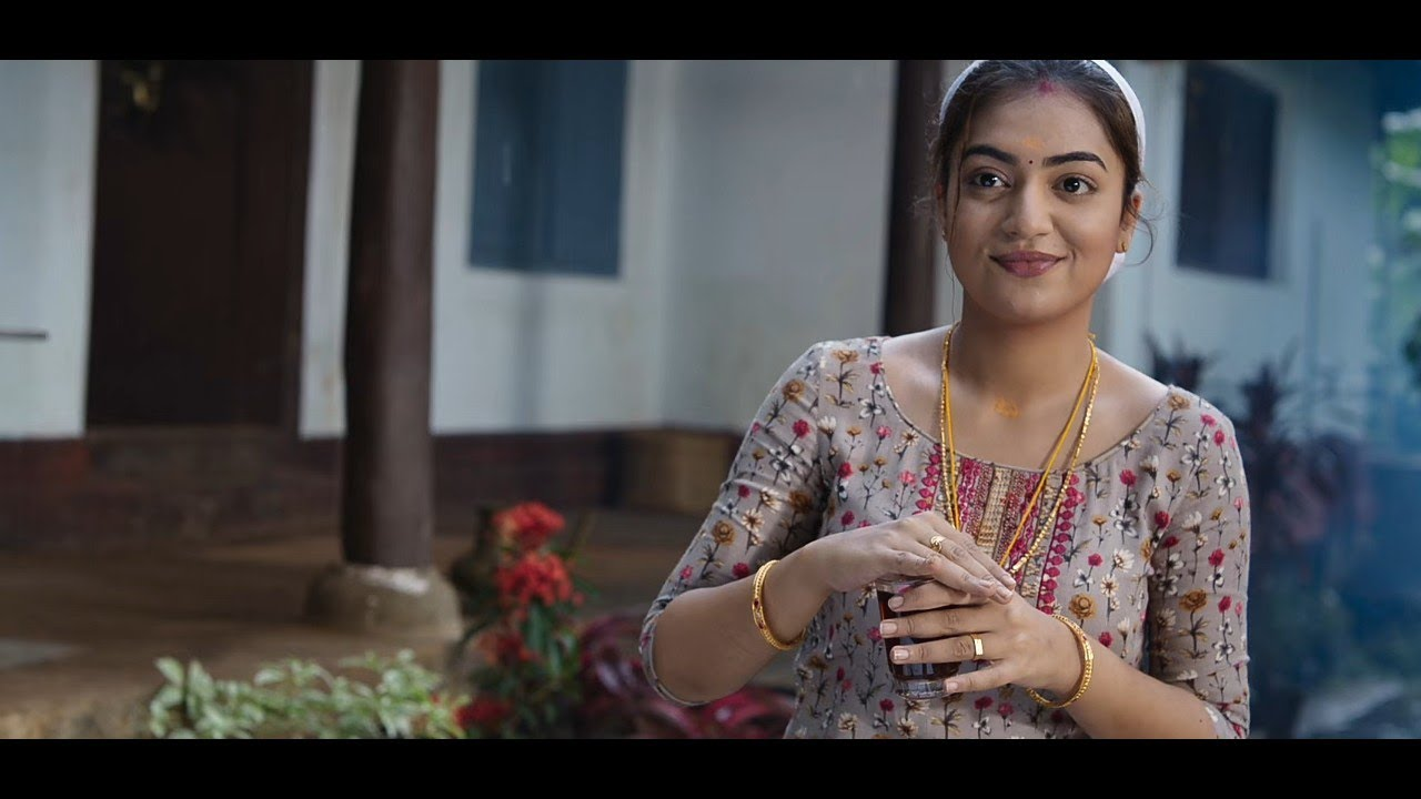 Download Malayalam Queen Nazriya Nazim Best Romantic Moment From Maniyarayile Ashokan Movie