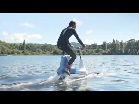 Водный велосипед на подводных крыльях