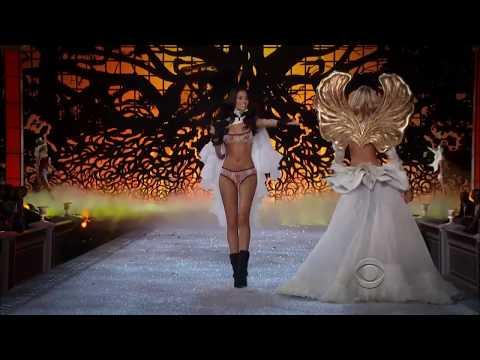 Shanina Shaik Victoria's Secret Runway Walk 2011 - 2015 HD
