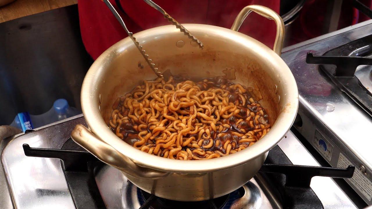 광장시장 신라면, 너구리, 짜파게티 (korea egg noodles - ramyeon, ラーメン, 泡麵 3,000KRW) korean street food