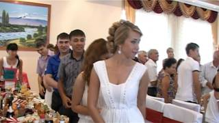 Встает сторона невесты!