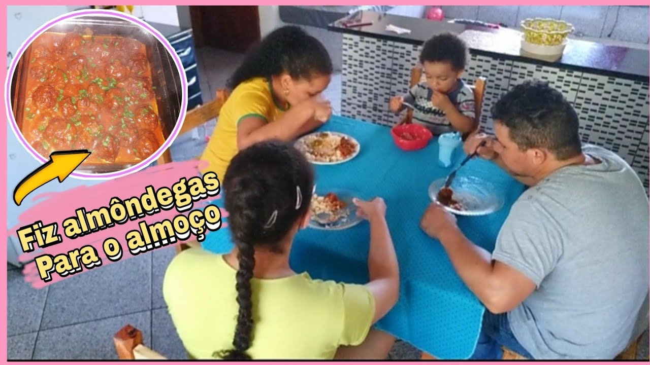 Fiz almôndegas deliciosas para o almoço,família reunida na mesa