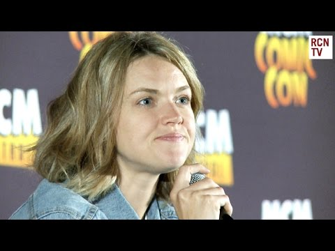 Gotham Erin Richards On Awkward Ben McKenzie Crush Fail