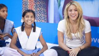 Shakira promotes girls