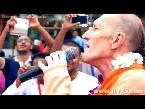 Never seen before Dancing Kirtan by Bhakti Vikasa Swami , ISKCON Bhopal Rathayatra