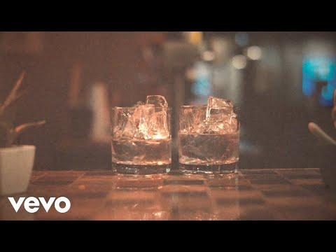 Miranda Lambert (Tradução) – Tequila Does (Letra)