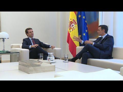 Sánchez recibe a Casado en La Moncloa en la primera toma de contacto