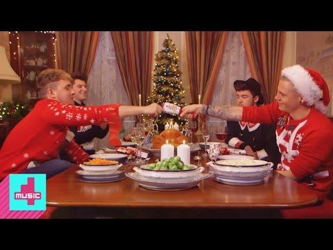 Rixton Christmas: Pulling crackers