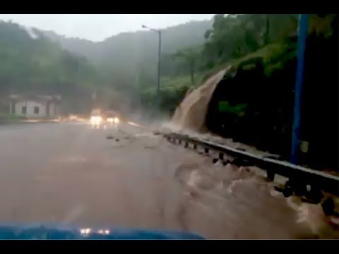 stormy-rain-on-mumbai-pune-expressway