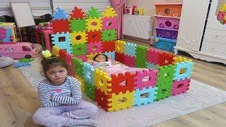 Masal Kendine Renkli Puzzledan Prenses Yatağı Yaptı! Kids made a toy colors puzzle princess bed