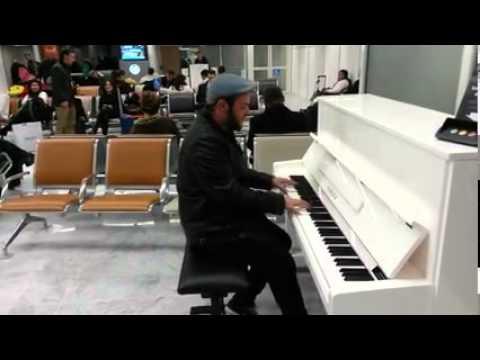 Malos Pelos - La canción más hermosa del mundo (Aeropuerto de Orly, París)