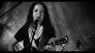 """Ashley McBryde performs """"Why Do I"""" on Ditty TV"""
