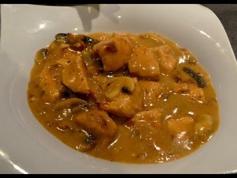 cuisiner-un-poulet-à-la-crème-fraîche-et-champignon