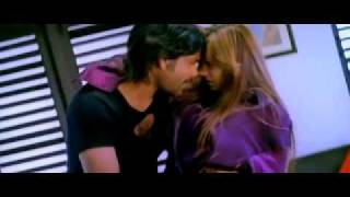 Hottest song of ayesha takia in black shirts & shorts.wmv