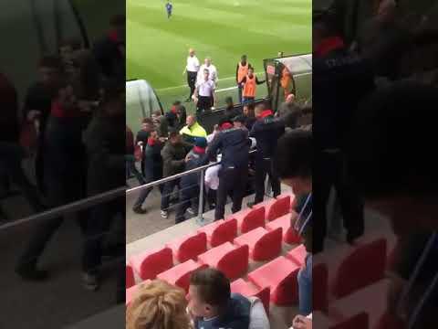 Gevecht op tribune - Ajax o19 vs Feyenoord o19 ...