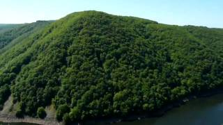 240510004 vue depuis le belvédère de Gratte Bruyère, sur les gorges de la Dordogne, entre Limousin et Auvergne