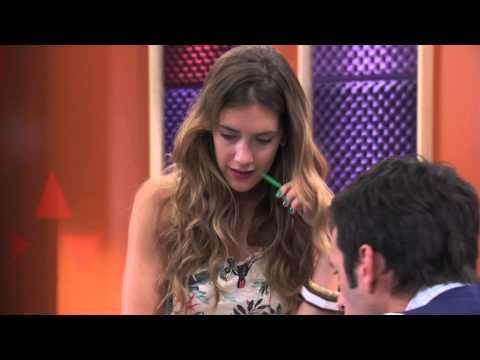 Angie canta ¨Algo se enciende¨ | Momento Musical | Violetta