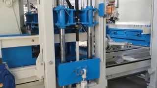 Sumab R-400 block making machine – producing split blocks