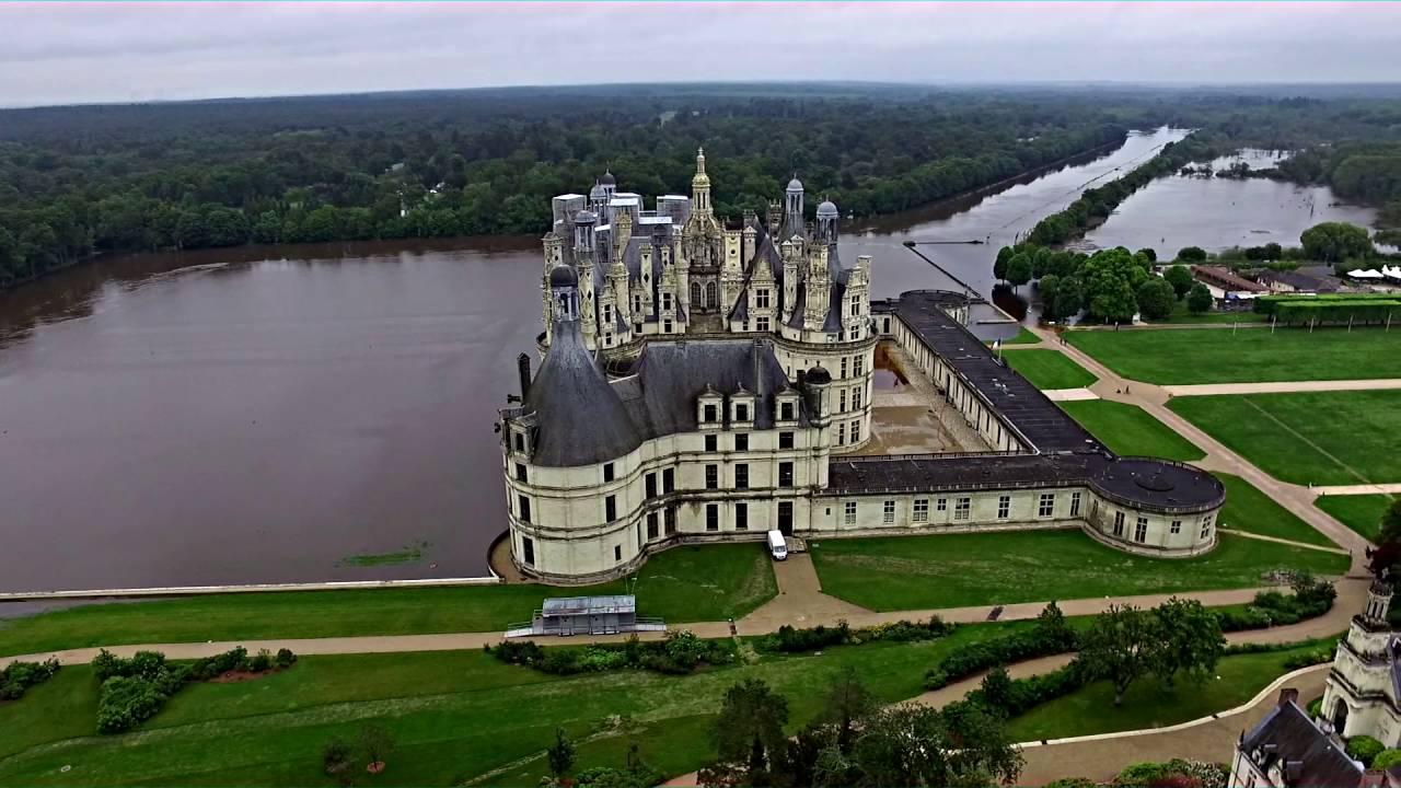 Chambord les inondations vue du ciel youtube for Piscine versailles