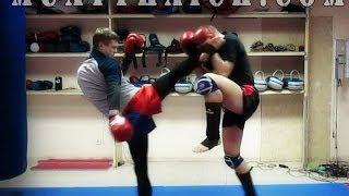 Тайский бокс Основы - Жесткая отработка ударов ногами и защиты(В этом видео уроке по тайскому боксу Основы, ты увидишь как нужно отрабатывать защиту от ударов ногами...., 2013-12-16T08:32:29.000Z)