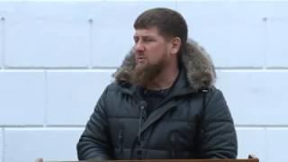 цоци-юрт приехал Рамзан Кадыров собрал всех кто работал  СБ и 4 рота ПМСН А-Х КАДЫРОВА ,