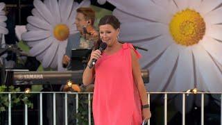 Lottas allsångtävling i reklampausen - Lotta på Liseberg (TV4)