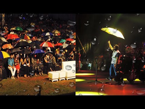 Rain Comes & Arijit Singh Singing in Rain During Live Concert