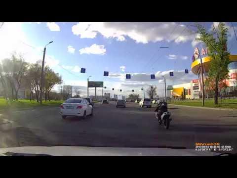 дтп с мотоциклом в Челябинске у трц Алмаз.