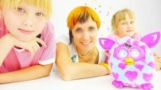 Видео для детей. Маша Капуки кормит Фёрби и Китти