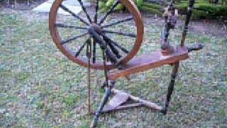 AnTiQuE sPinNiNg WhEeL    with treadle (Cinderella or Saxony style)