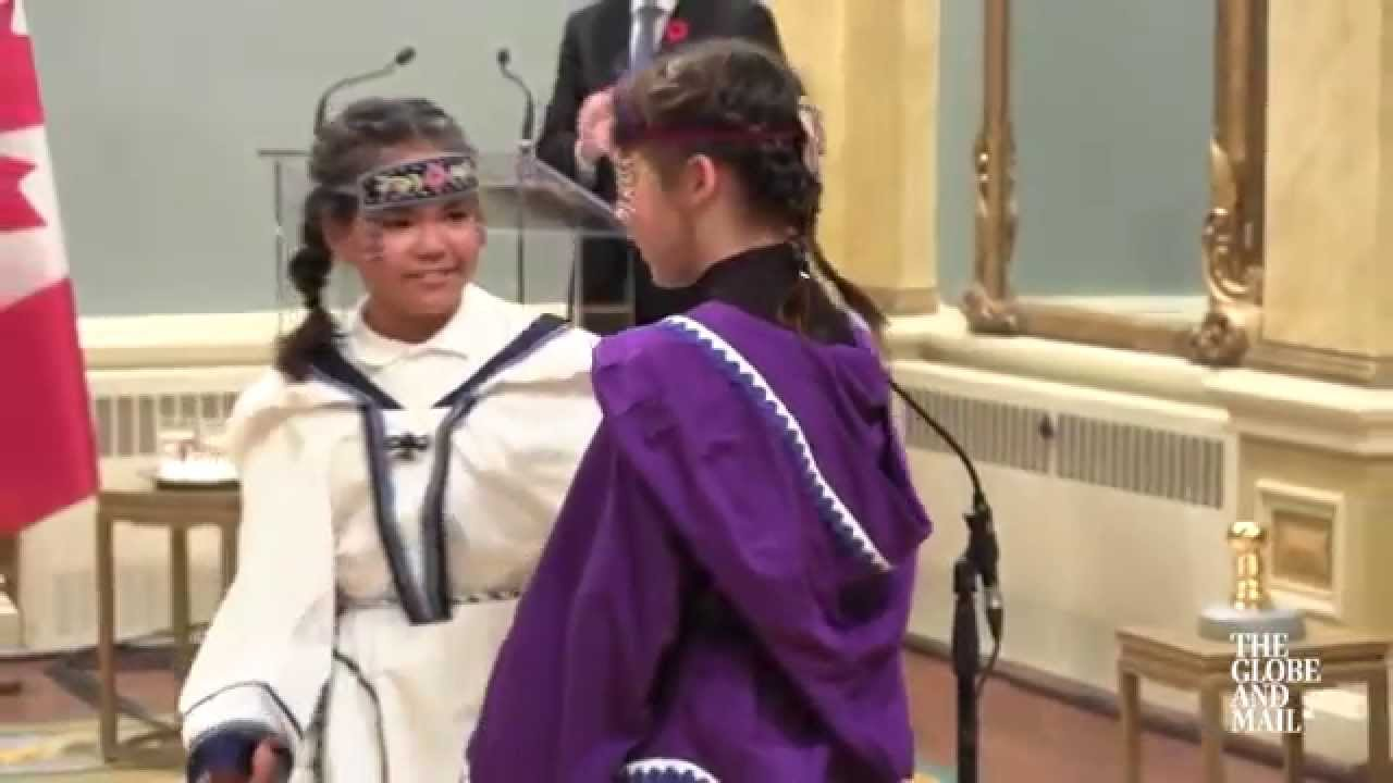Young Inuit throat singers perform at Trudeau's swearing ...