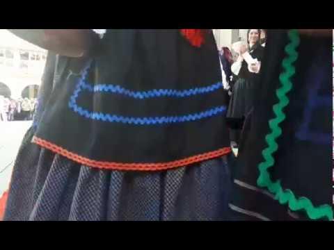 Mostra do traxe tradicional no Domingo das Mozas