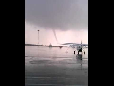 Смерч в аэропорту Казань / Tornado In Kazan 5.09.2014