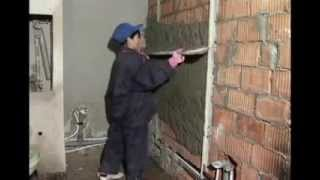 Штукатурка стен (видео)(Штукатурка стен (видео) Подпишитесь на канал▻https://www.youtube.com/user/RemontStroy?sub_confirmation=1 Штукатурка стен – первая,..., 2014-09-12T17:58:27.000Z)