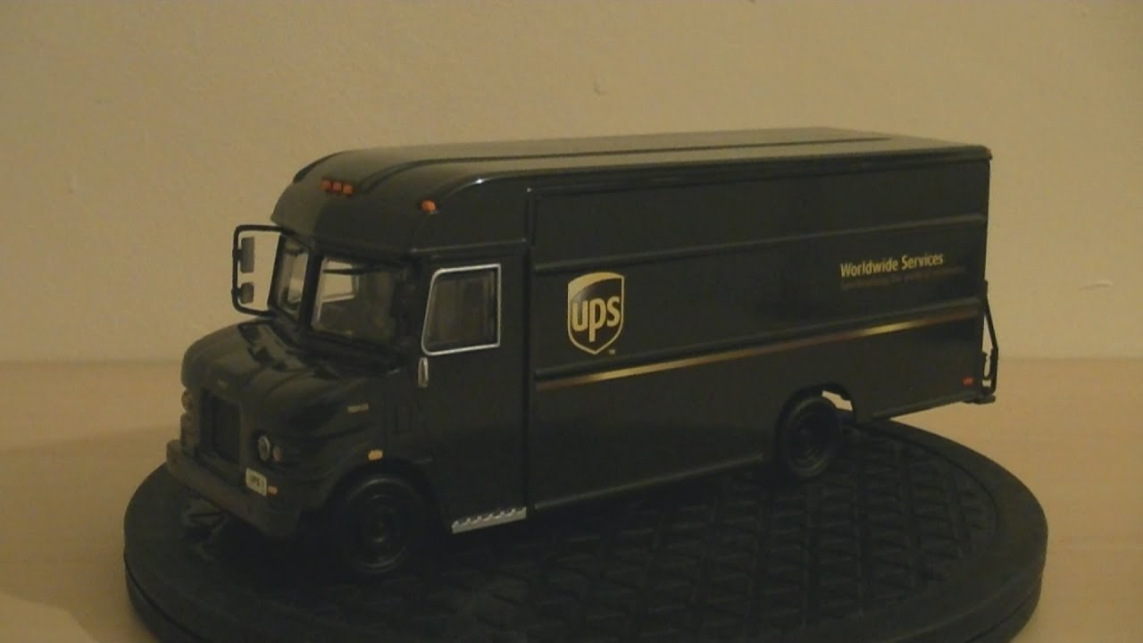 Action Collectables Revell UPS Delivery Truck Van Model 1 32 scale