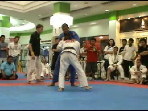 Gracie Barra Black Belt Tony Eduardo Knee Bars All...