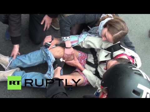 France: Injured police and violent arrests in Paris as clashes rage on