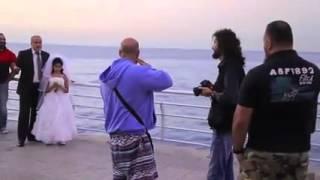 فيديو رجل خمسيني يتزوج من طفلة عمرها 12 سنة على كورنيش الروشة في بيروت واللبنانيون يغضبون!