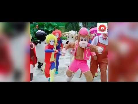 drumband-boneka-lucu-badut-jalanan-badut-galak-gembul-warna-warni-bergoyang-bersama-anak-anak