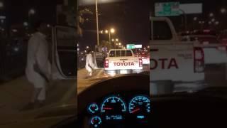 بالفيديو.. مواطن يرقص بخنجر ويعطل حركة السير في الدمام - صحيفة صدى الالكترونية