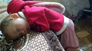 Repeat youtube video ребенка оставили на 15 мин с Папой(и мама получила шок)))