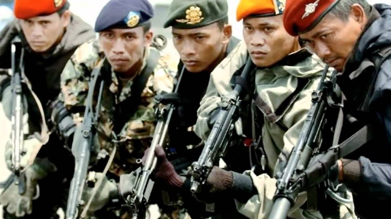 KOPASSUS Pasukan Elit Indonesia, Salah satu yang terbaik di dunia Pulsk1920 × 1080Search by image 9 KOPASSUS mampu mengalahkan tim Navy Seal Amerika saat mereka latihan bersama 2 tahun yang lalu. Navy Seal ditantang melawan Kopasus dengan hanya ...