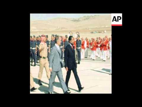SYND 21 5 77  SULTAN QUABOOS OF OMAN MEETS KING HUSSEIN OF JORDAN