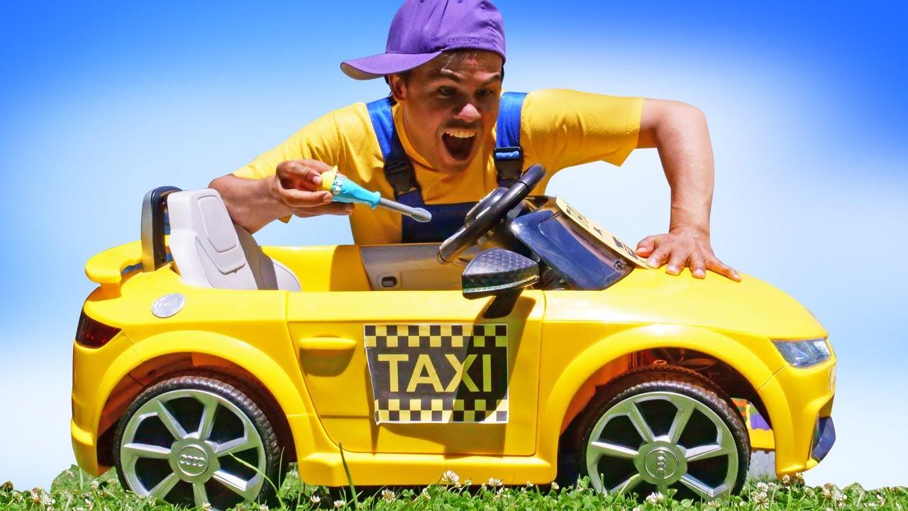 O táxi parou de funcionar! Ops, quebrou! História infantil e vídeo com brinquedos em português