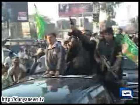 Dunya News-Khuram Dastgir welcomed with public display of weapons