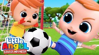 Yuk, Kita Belajar Cetak Gol! ⚽️ Kartun Anak | Little Angel Bahasa Indonesia
